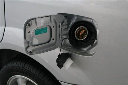 混有杂质会增大汽车油耗 油箱保养常识你知道吗?