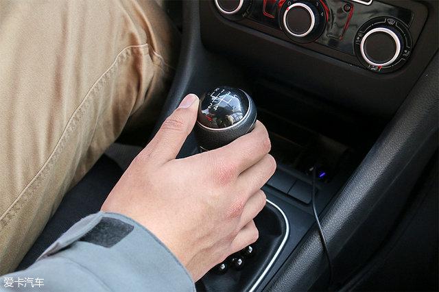别犯迷糊 新手驾驶手动挡车型注意事项