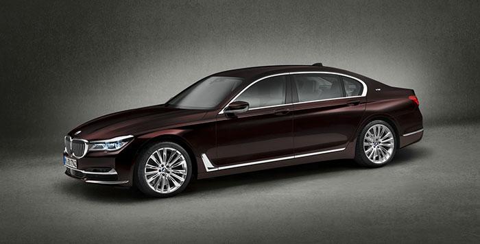 宝马历史最快量产车M760Li上市  售价265.8万元