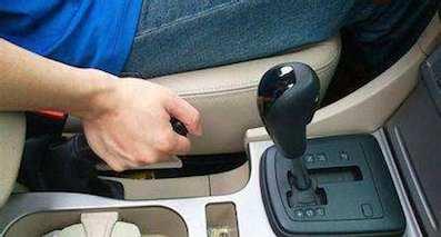 4个手刹使用误区,关乎生命和安全驾驶