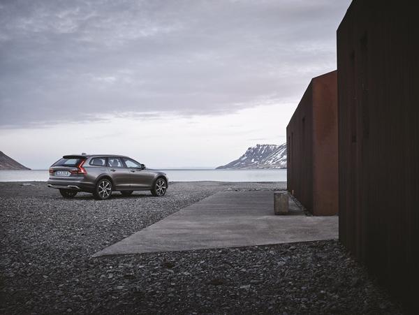 沃尔沃全新V90 Cross Country驾临 预售49万起