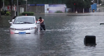 今年最大暴雨将至,车主如何避免开车被水淹?