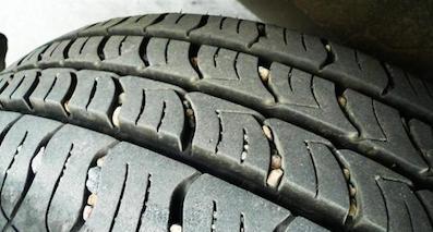 轮胎里的小石子,可能暗含杀机
