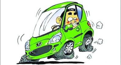 行驶中的车爆胎威力有多大你知道吗?