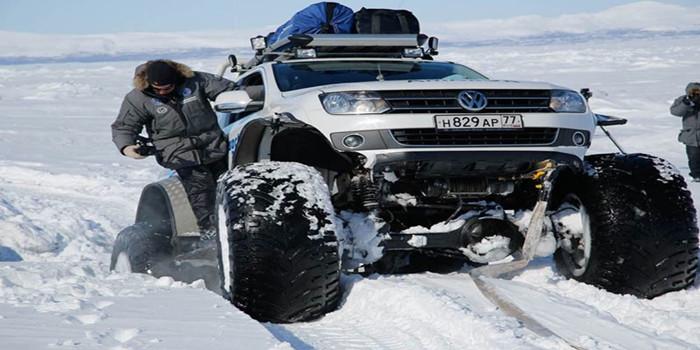 冰天雪地里的大众皮卡