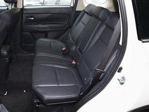 广汽三菱  2.4L 四驱尊贵版 第二排座椅