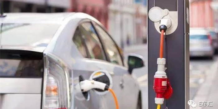 看看10年前大家对新能源汽车的想法 看完我们笑了