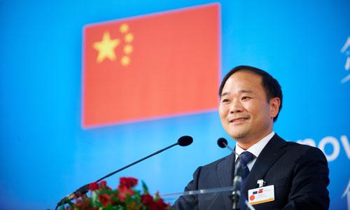 李书福斥资90亿成戴姆勒最大股东 26日赴德谈判