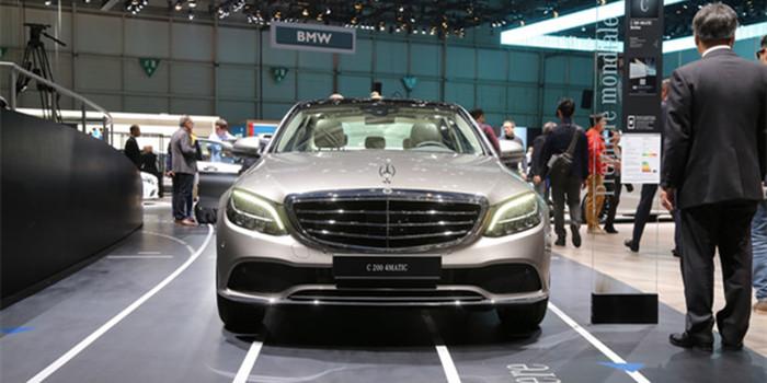 设计更加年轻化 新款奔驰C级正式亮相日内瓦车展