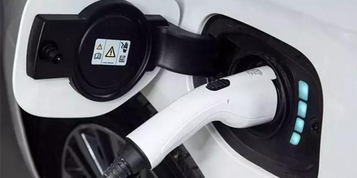 关乎新能源汽车发展 历年两会经典提案都在这里了