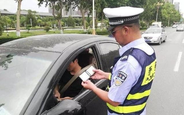 这些交通违法行为都是按扣12分处理