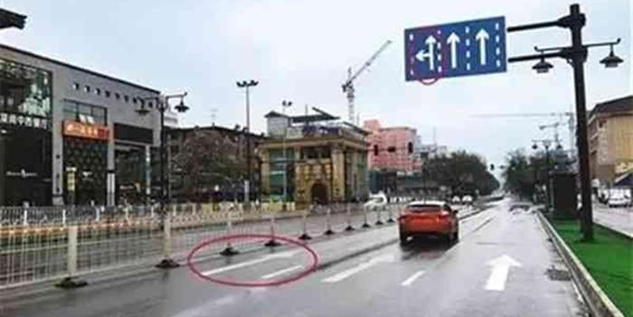 转左不给转右也不给 这路应该怎么走呢