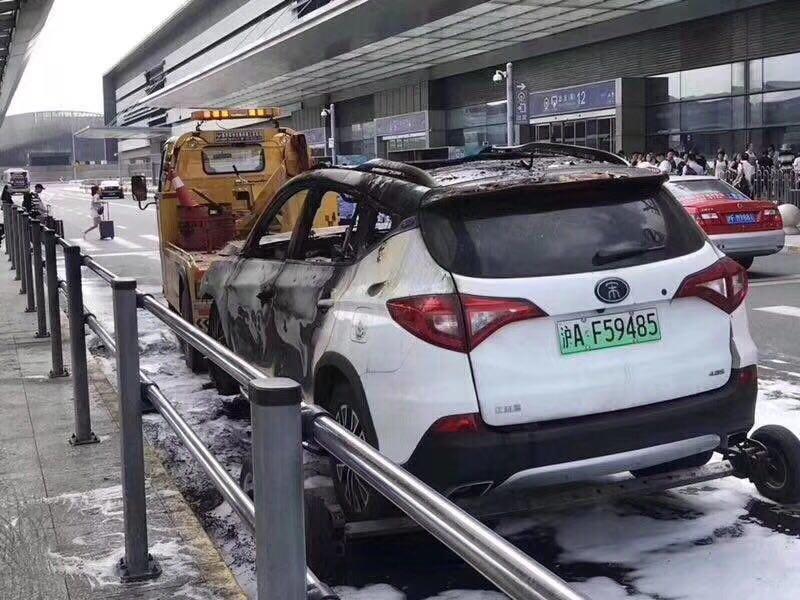 比亚迪宋DM在上海虹桥火车站自燃 整车报废