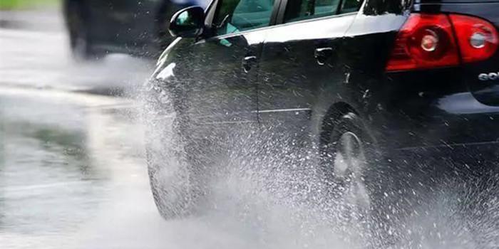 大风大雨怎样行车 掌握这些方法可以降低危险