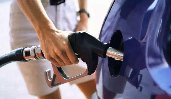 加油加满后开车会更耗油?你被忽悠了
