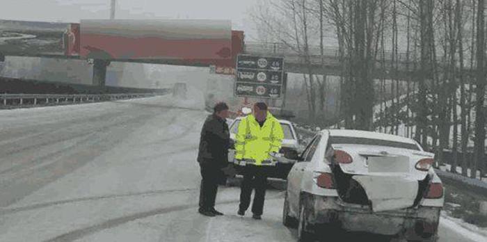 高速路上遇到前方急刹车要注意这几点