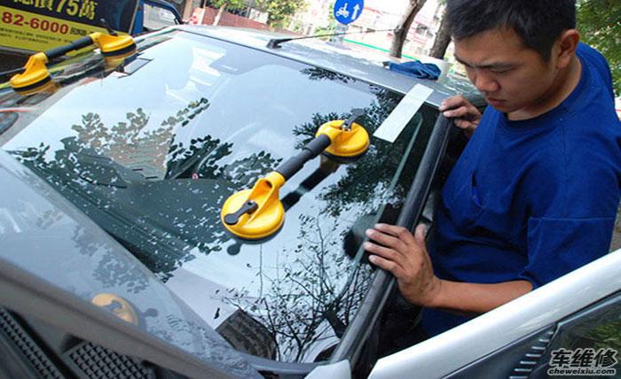 怎样轻松地辨别汽车玻璃是否被更换过?