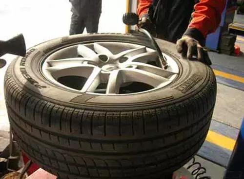 车主注意!这才是检查轮胎的正确姿势,4S店绝对没教过你