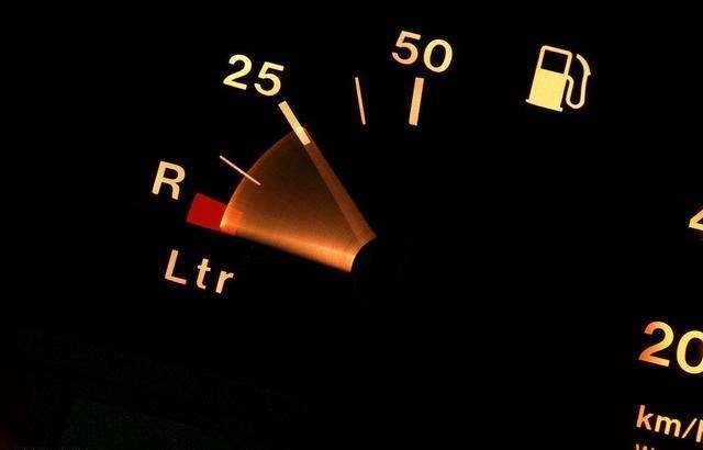 油箱加满危害大 加一半影响油泵散热 是真是假