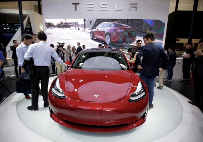 """特斯拉Model 3年底库存超三千辆 马斯克""""卖车"""""""