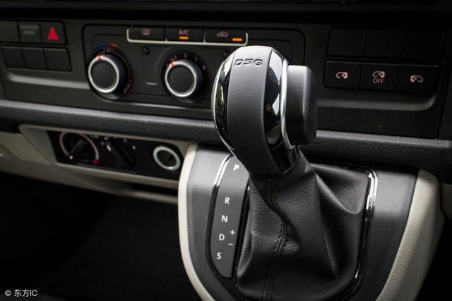 自动挡热车时应该挂P挡还是N挡?老司机解释后,车主:车白热了