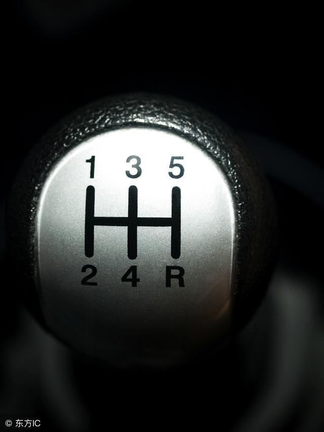 老司机:手动挡挂挡时的四大禁忌,如果不注意,只会缩短汽车寿命