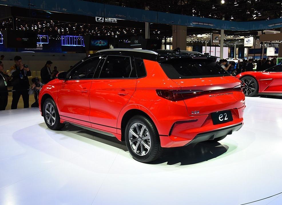 比亚迪e2量产车型下线 将于7月中旬上市