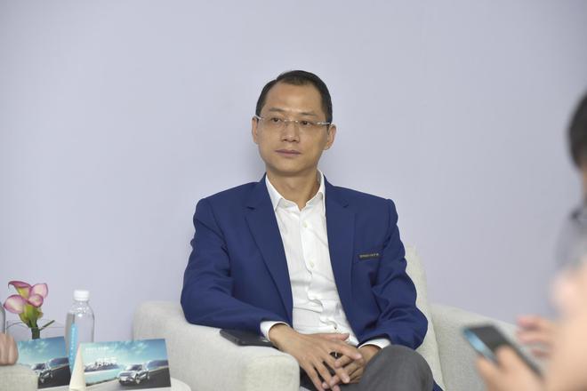 天际汽车首席营销官(CMO)向东平正在接受采访