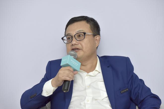 天际汽车董事长兼首席执行官(CEO)张海亮(博士)正在接受采访