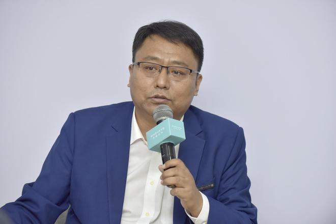 天际汽车首席技术官(CTO)牛胜福(博士)正在接受采访