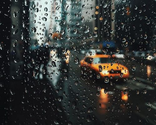雨天行车这些事情要注意 低速挡缓慢行驶