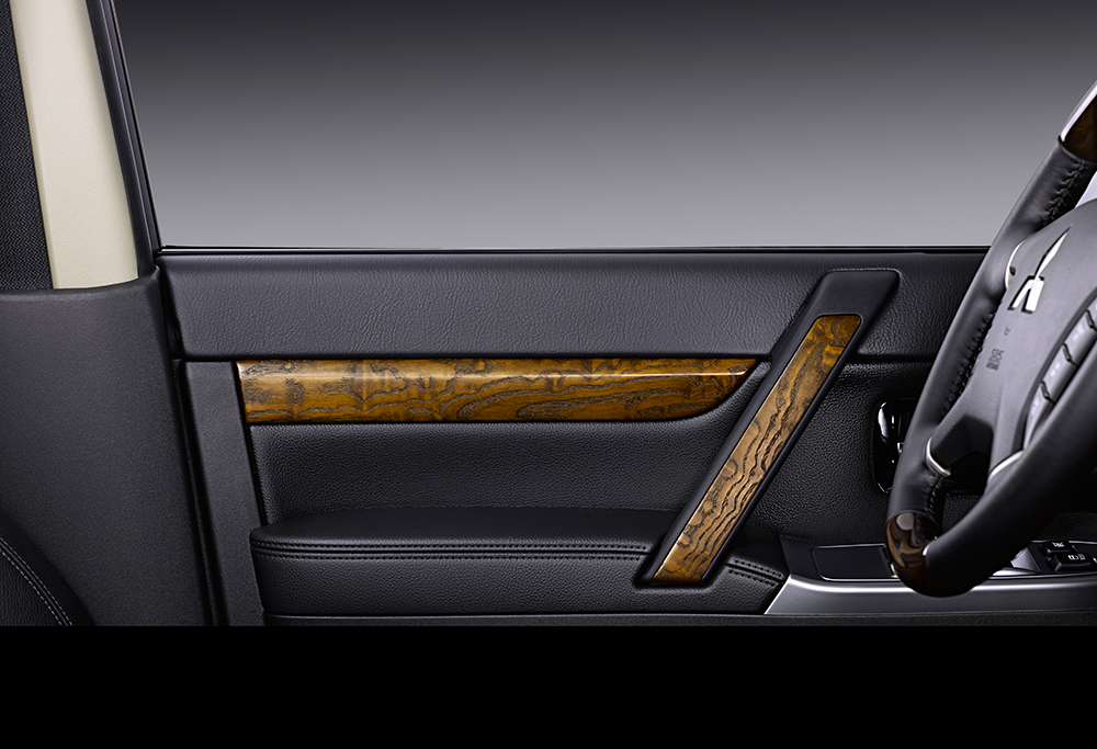 车价网:帕杰罗新增3.0L自动豪华越野版 售价为35.98万元