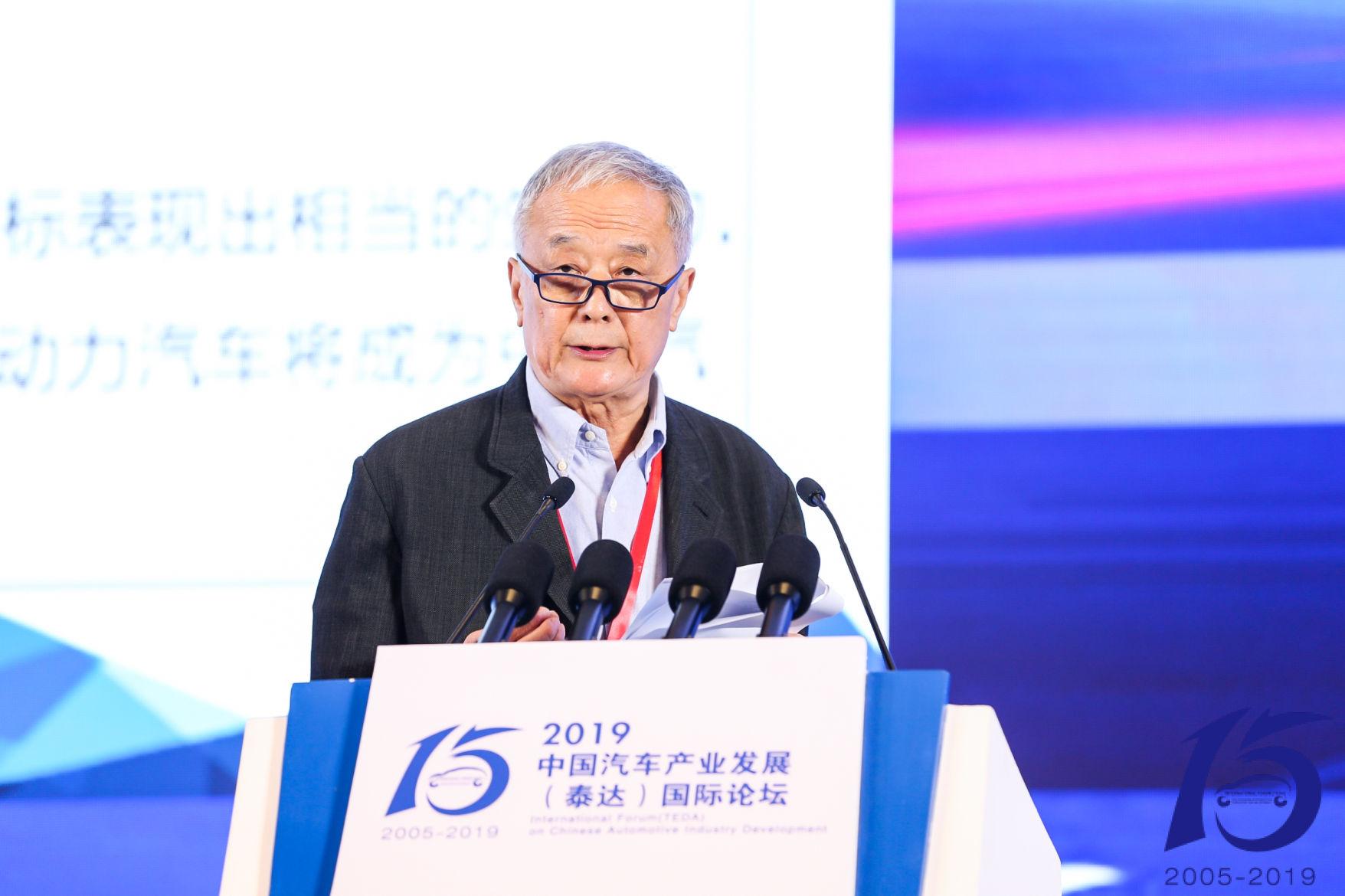 李万里:产业政策大变身,市场要兼顾新旧与内外