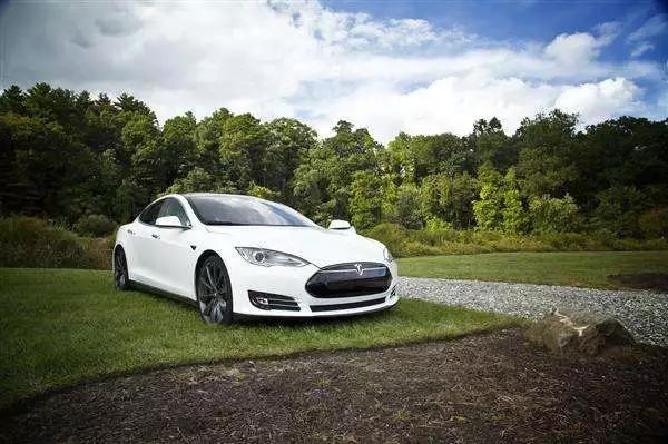车价查询:特斯拉可靠指数高达97%?质量 服务遭质疑