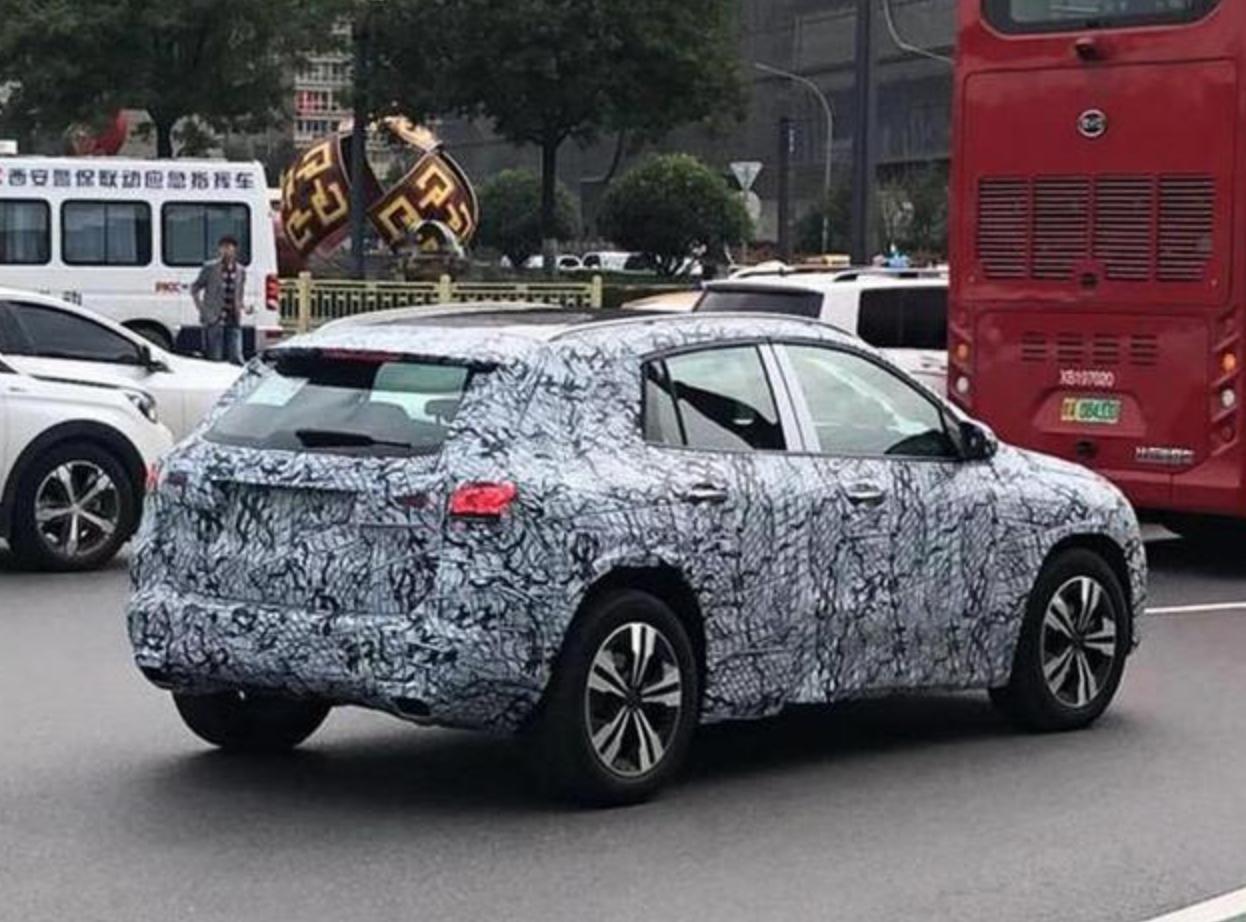新车报价:基于第二代MFA平台打造 新奔驰GLA谍照曝光