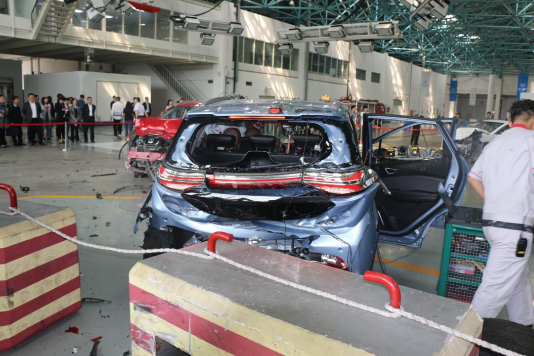 新车报价:担心不安全?电动汽车三车碰撞测试给出答案