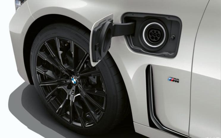 新车报价:续航里程可达600公里 宝马或将推出纯电7系