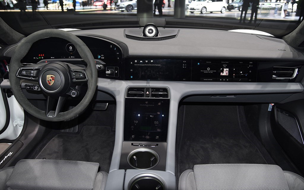 车价查询:对标特斯拉 保时捷推出纯电动Taycan车型
