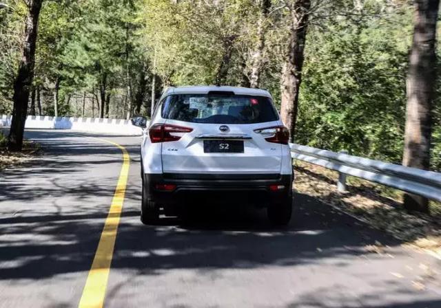 车价查询:试驾比亚迪S2 综合续航305公里表现如何?