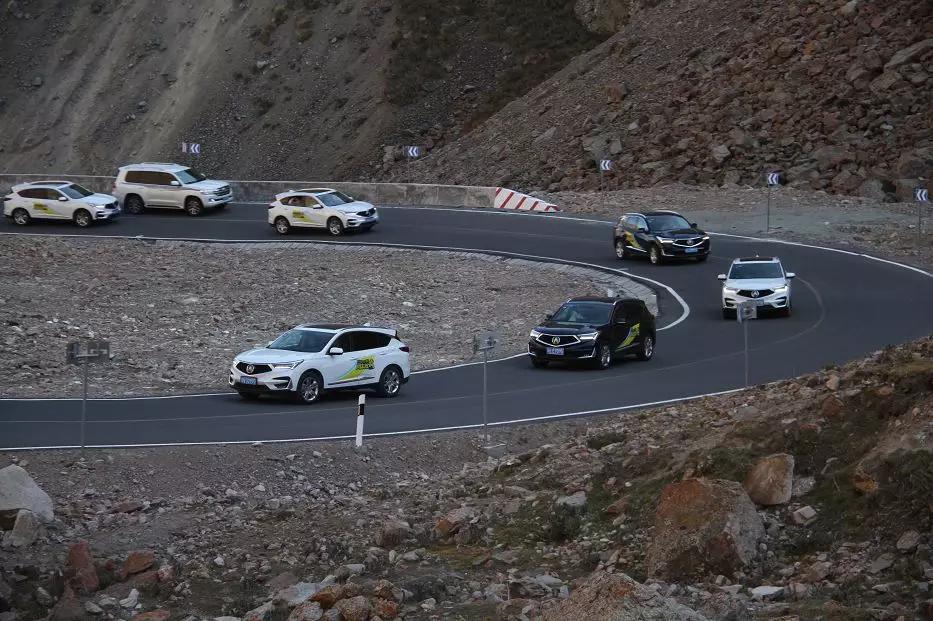 车价网:搭载2.0T+10AT动力 试驾讴歌RDX翻越天山