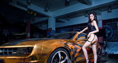 科迈罗改装车美女模特