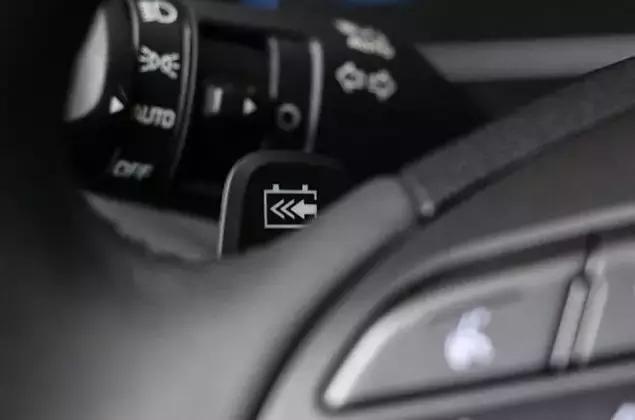 """车价查询:""""换挡""""拨片+500KM续航 试驾现代昂希诺"""