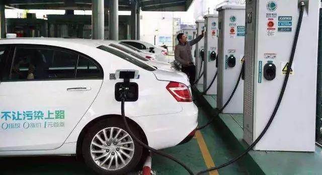 淘汰老旧燃油出租车 全部更换为纯电动汽车