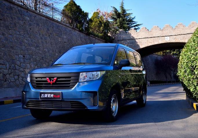五菱宏光PLUS五座版车型上市 售价6.48万元