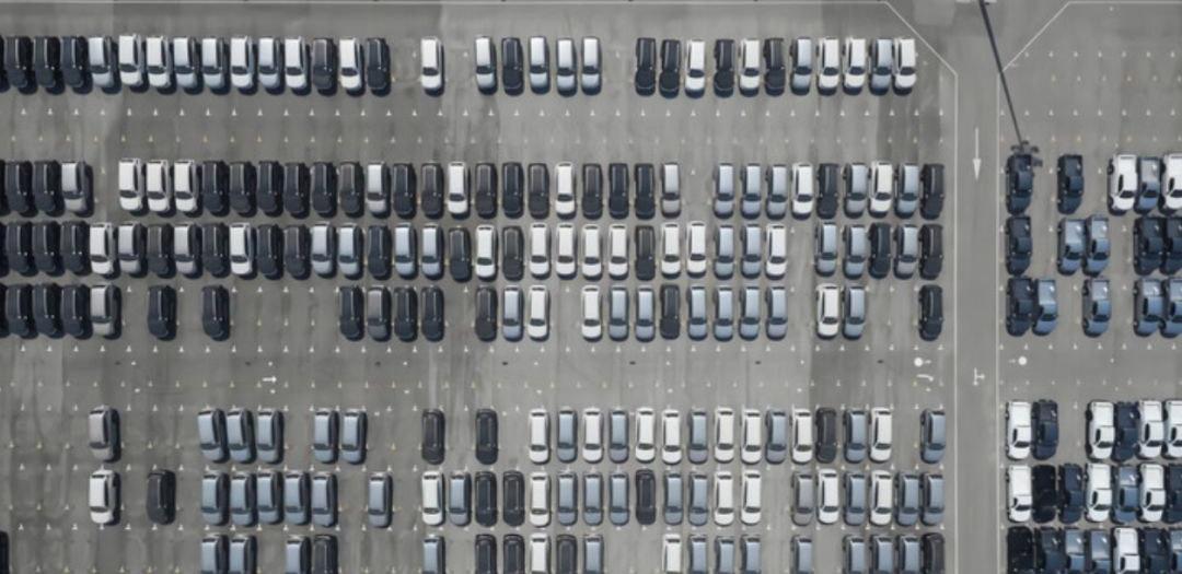 """1月新能源汽车销量腰斩 """"至暗时刻""""还未到来"""