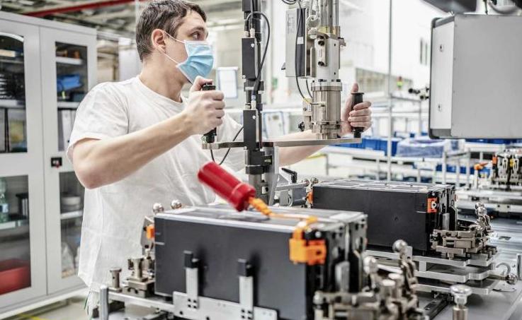 动力电池生产线重启 斯柯达捷克工厂复工