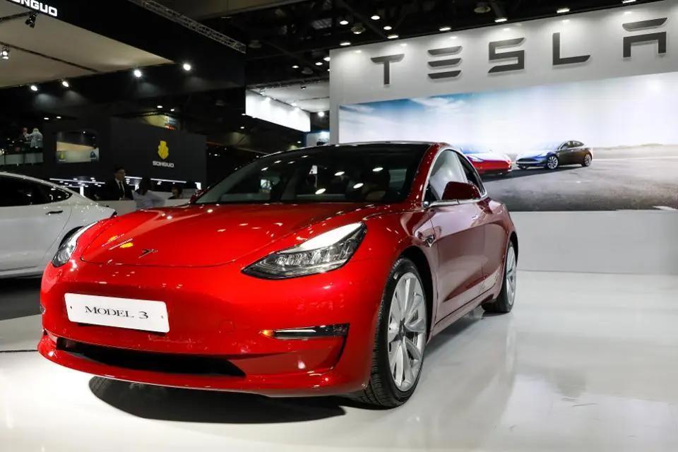 车价查询:Model 3被曝充电盖关不严 网友表示看着难受