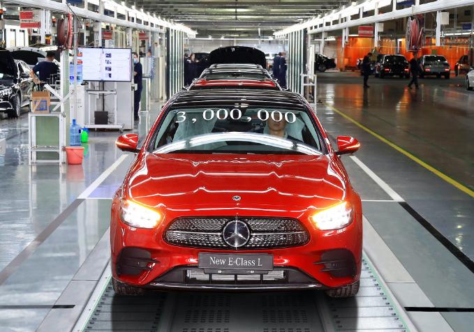 北京奔驰累计生产的第300万辆整车下线